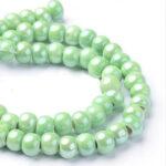 Margele portelan verde deschis perlat